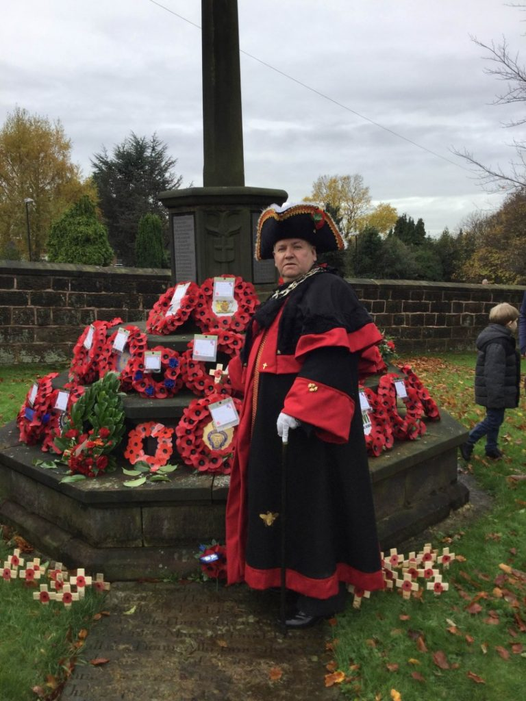 Mayor lays wreath