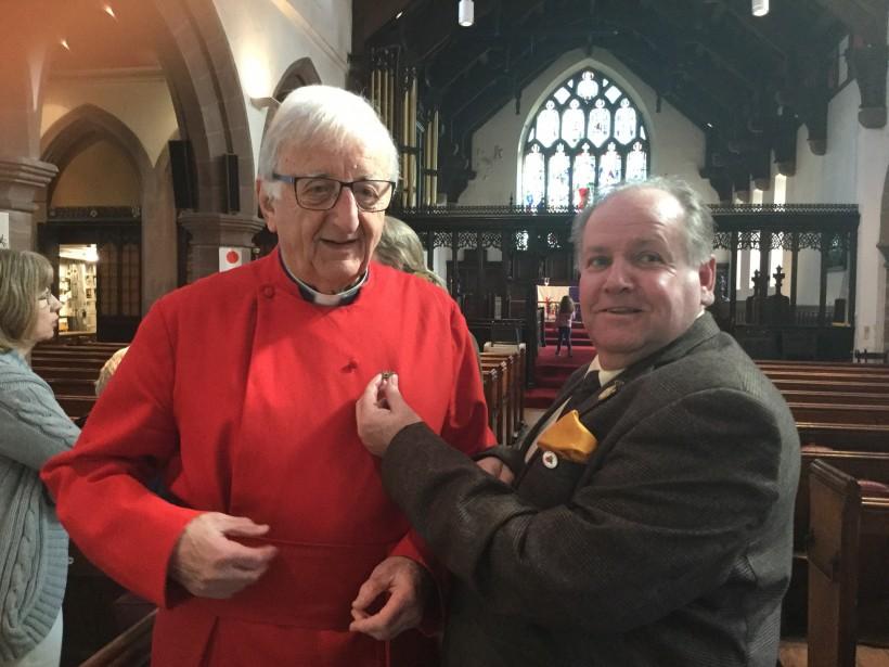 Photo: Mayor presents Frodsham Bee pin to Rev Stevens