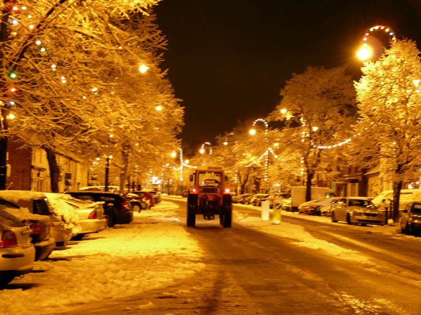 frodsham main street in december 2014 winter snow christmas lights